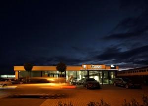 BMW Wilhelmshaven Gebäude Nachts