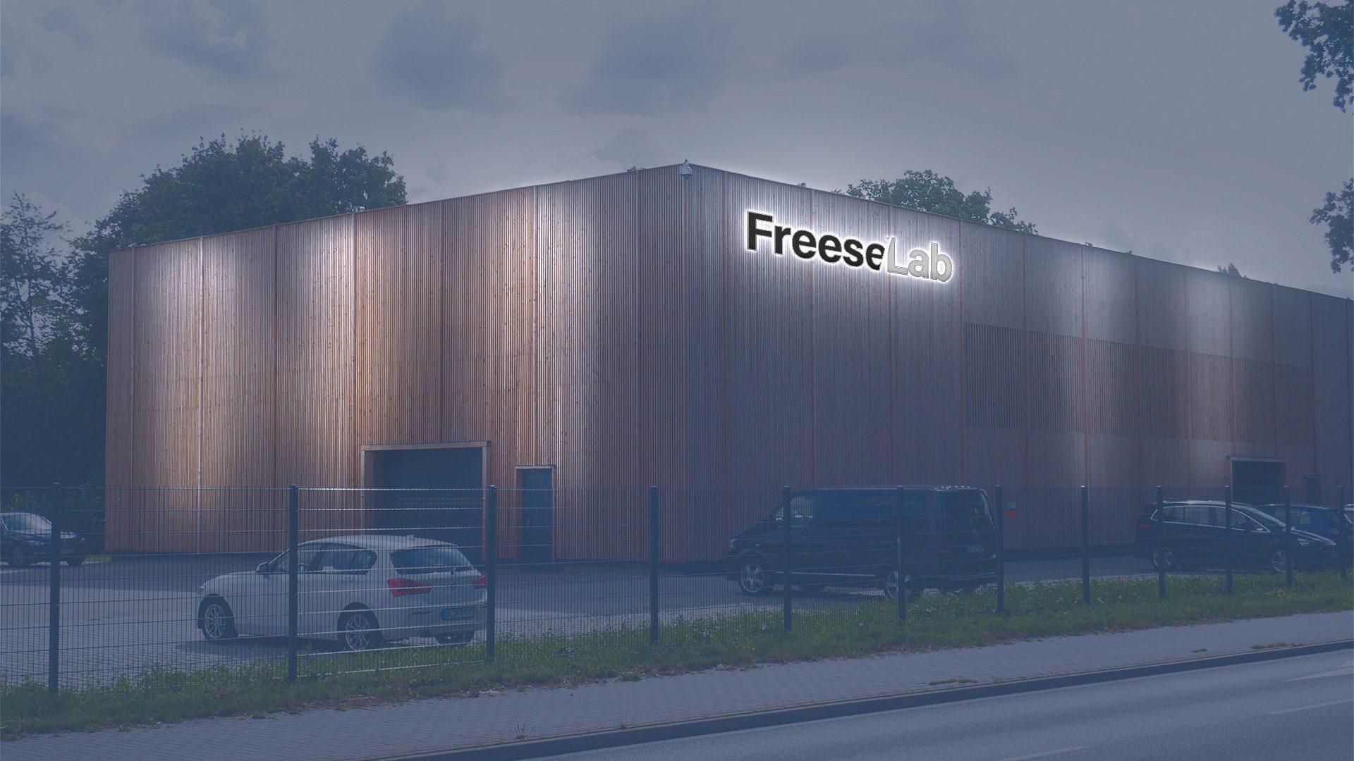 Freese Lab Nachts Stirnseite