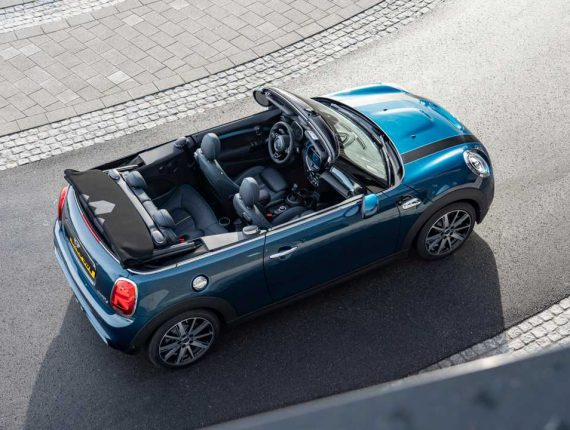 2020-mini-convertible-sidewalk